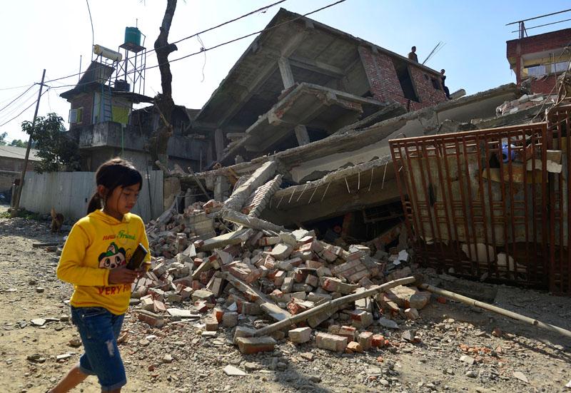 Krajobraz po trzęsieniu ziemii w Indiach fot.STR/EPA