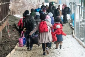 Uchodźcy na stacji kolejowej w Passau w Niemczech fot.Armin Weigel/EPA