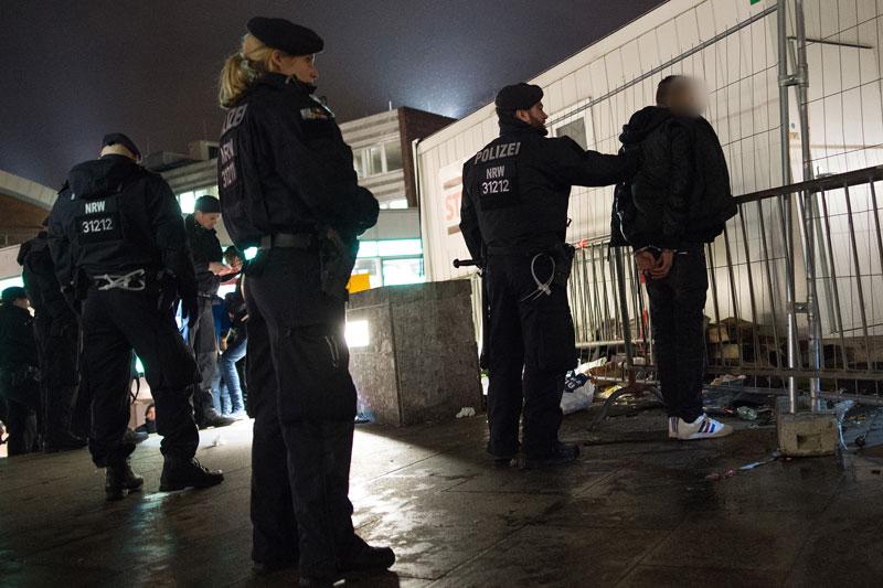 Do licznych  napaści seksualnych i rabunkowych doszło  w noc sylwestrową w Kolonii fot. Marius Becker/EPA