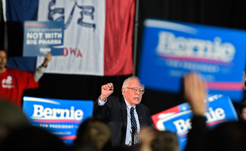 Bernie Sanders w Iowa fot.Larry W. Smith/EPA