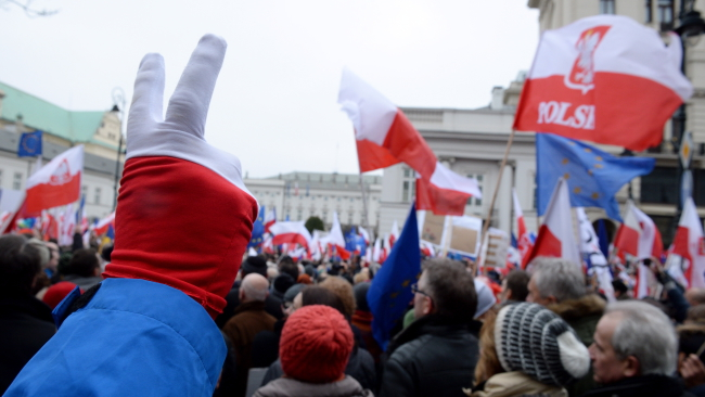 A demonstration on Saturday in favour of the Constitutional Tribunal outside the Presidential Palace in Warsaw. Photo: PAP/Jacek Turczyk