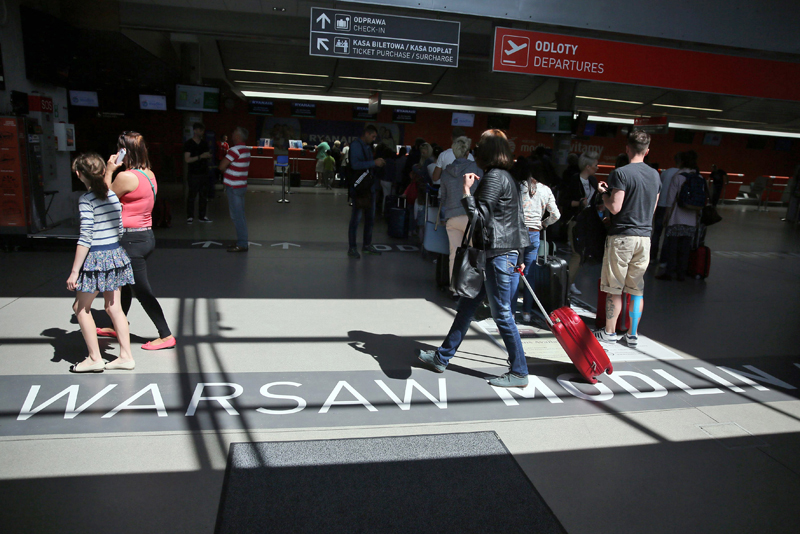 Lotnisko w Modlinie fot.Tomasz Gzell/EPA
