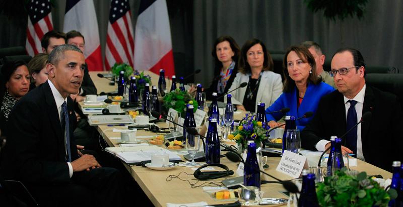 Barack Obama rozmawiał z Francois Hollande (z prawej)  fot.Dennis Brack/Pool/EPA