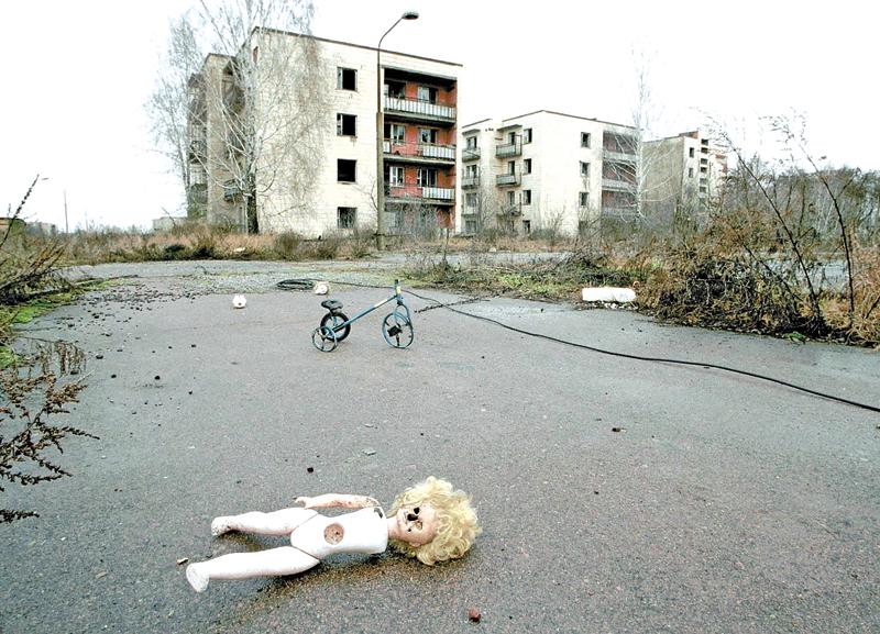 Miasto Słoneczny w strefie ewakuacji p[o wybuchu w Czarnobylu, fotografia archiwalna z 2000 roku fot.Victor Drachev/EPA