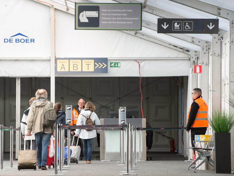 Otwarte po zamachu lotnisko Zaventem pod Brukselą fot.Benoit Doppange/EPA