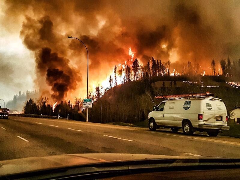Pożar w Kanadzie fot.jeromegarot/twitter/EPA