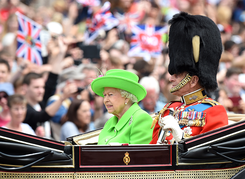 epa05356997 Britain's Queen Elizabeth II (L) and Prince Philip, Duke of Edinburgh (R) return by horse carriage to Buckingham Palace during Trooping of the Color Queen's 90th birthday parade on Horse Guards Parade, central London, Britain, 11 June 2016. The annual Queen?s Birthday Parade is more popularly known as Trooping the Color, when the Queen?s Color is 'Trooped' in front of Her Majesty and all the Royal Colonels.  EPA/FACUNDO ARRIZABALAGA