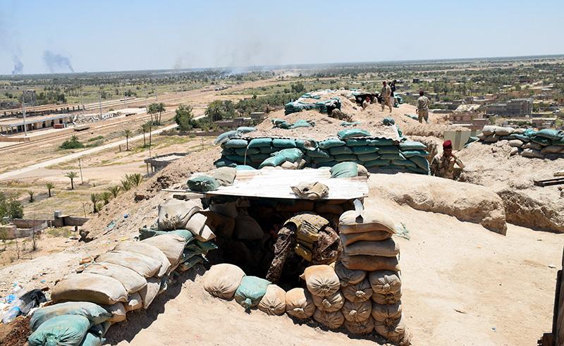 Wojsko irackie na przedmieściach Falludży fot.Nawras Aamer/EPA