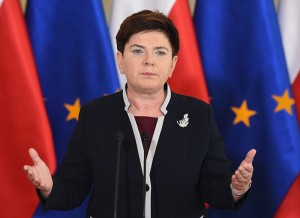 epa05387636 Polish Prime Minister Beata Szydlo speaks at a press conference on Brexit referendum in Warsaw, Poland, 24 June 2016. Britons in a referendum on 23 June have voted by a narrow margin to leave the European Union (EU). Media reports on 24 June indicate that 51.9 per cent voted in favour of leaving the EU while only 48.1 per cent voted for remaining in.  EPA/JAKUB KAMINSKI POLAND OUT