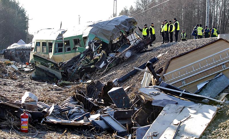 Katastrofa kolejowa pod Szczekocinami fot.Andrzej Grygiel/EPA