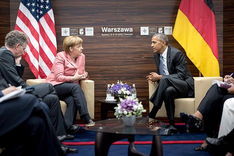 Angela Merkel i Barack Obama podczas szczytu NATO w Warszawie fot.Rainer Jensen/EPA