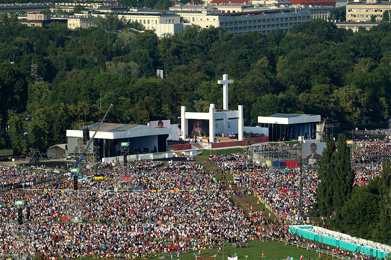 epa05447755 A general aerial view of the pilgrims participating in World Youth Day 2016 take part in the Station of the Cross mass with Pope Francis in Blonia Park in Krakow, Poland, 29 July 2016 . World Youth Day 2016 which is held in Krakow and nearby Brzegi from 26 to 31 July.  EPA/STANISLAW ROZPEDZIK POLAND OUT