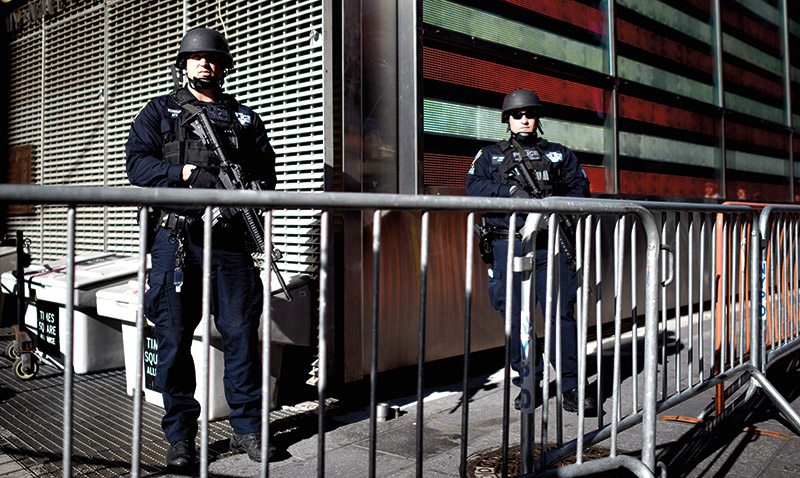 Oddziały antyterrorystyczne policji na Times Square w Nowym Jorku fot.Justin Lane/EPA