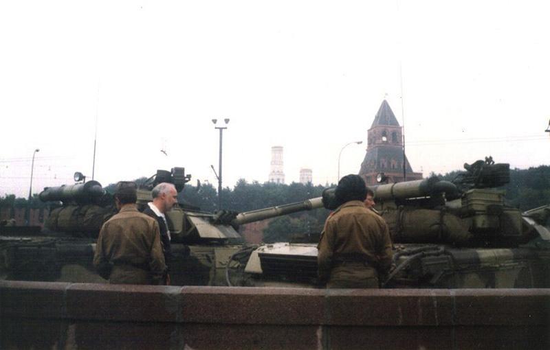 Czołgi T-80 w pobliżu Placu Czerwonego podczas puczu  fot.Almog/Wikipedia