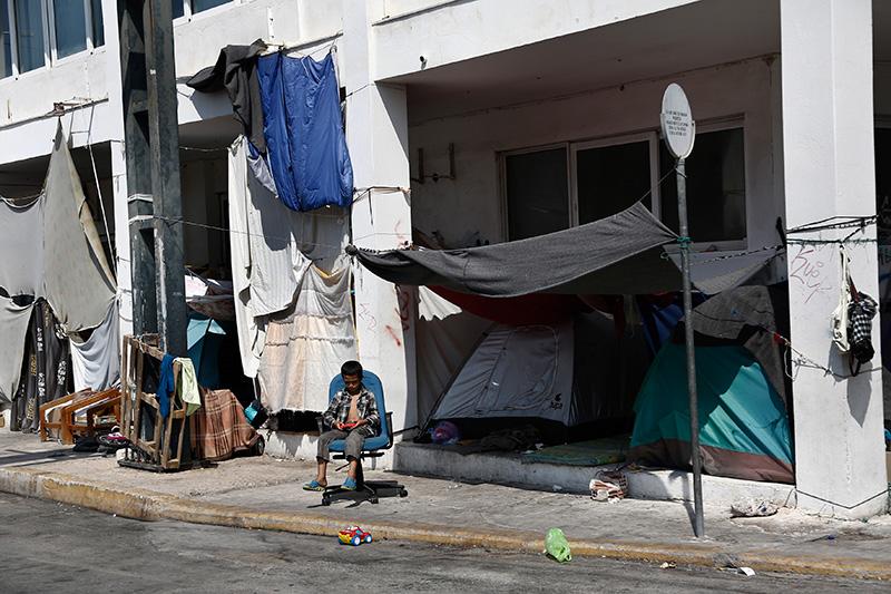 Imigranci w Atenach, w Grecji fot.Yannis Kolesidis/EPA