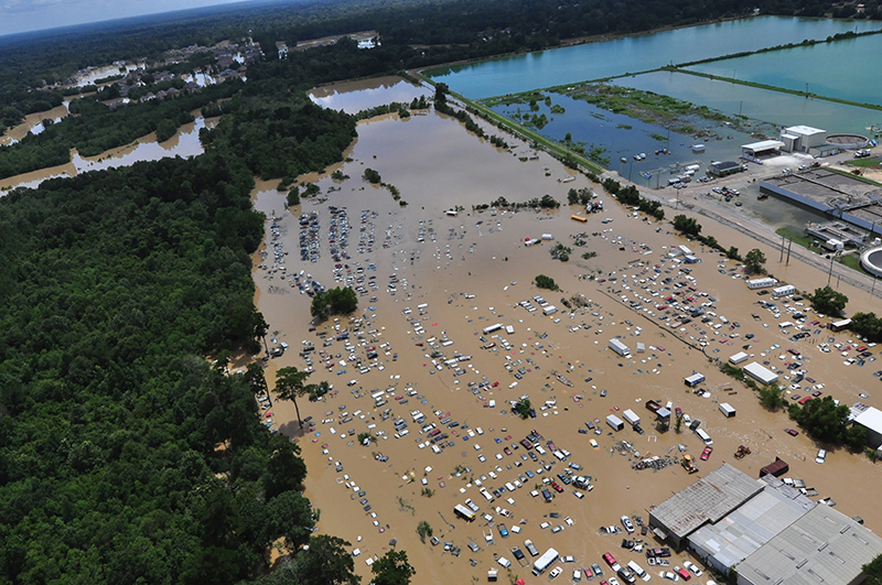 Baton Rouge w Luizjanie fot.Melissa Leake/US Coast Guard/Handout /EPA