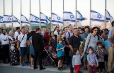 Crowds wait at Knesset in Jerusalem to pay respects to Shimon Peres