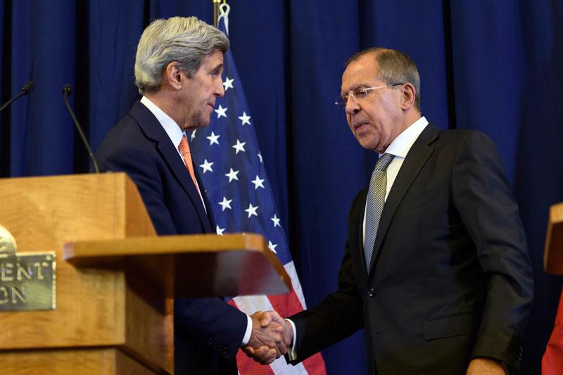 John Kerry i Siergiej Ławrow fot. Martial Trezzini