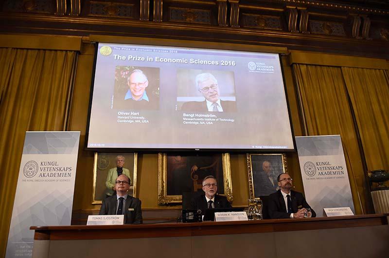 Ogłoszenie laureatów Nagrody Nobla w ekonomii fot.Stina Stjernkvist/EPA