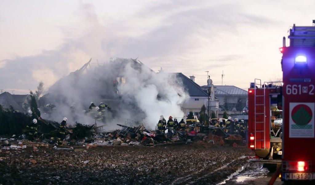Eksplozja fajerwerków w Łomiankach pod Warszawą EPA/TOMASZ GZELL POLAND OUT