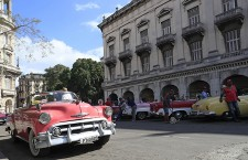 Tourists, privileged and shocked in the Cuba that says goodbye to Fidel