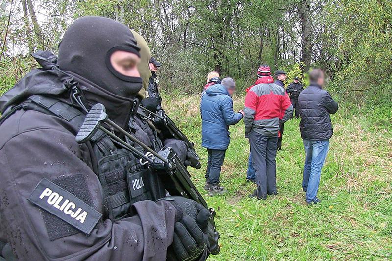 Eksperyment procesowy w ramach prowadzonego śledztwa w miejscowości Łęka Szczucińska fot.Komenda Wojewódzka Policji w Krakowie