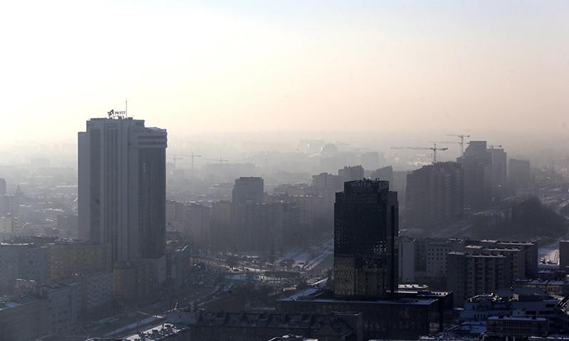 Smog nad Warszawą fot.Tomasz Gzell/EPA