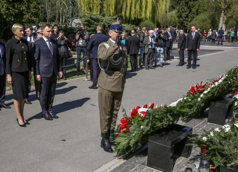 Uroczystości smoleńskie w Warszawie  fot.Tomasz Gzell/EPA