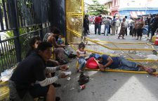 Thousands of Honduran migrants cross into Mexico from Guatemala, Tec? Um? - 19 Oct 2018