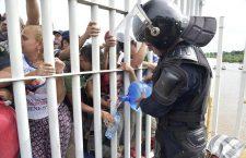 Thousands of Honduran migrants cross into Mexico from Guatemala, Ciudad Hidalgo, M?ico - 19 Oct 2018
