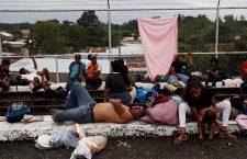 Thousands of Hondurans breach police cordon in Guatemala and enter Mexico, Tecun Uman - 19 Oct 2018