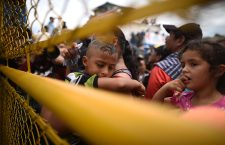 Tension on the border between Guatemala and Mexico with the arrival of Honduran migrants clamoring for passage, Tecun Uman - 19 Oct 2018