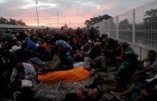 Thousands of Honduran migrants at border between Guatemala and Mexico, Tecun Uman - 20 Oct 2018