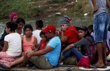 Thousands of Honduran migrants at border between Guatemala and Mexico, Tecun Uman, Guatemala Guatemala - 20 Oct 2018